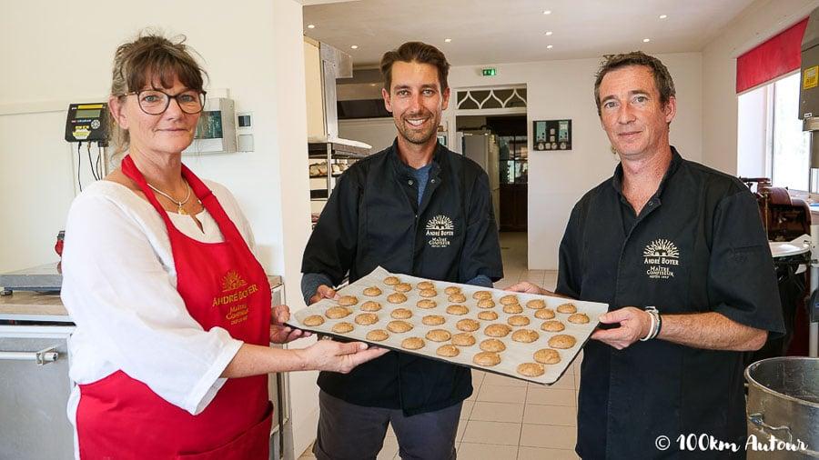 Mickael Un des rares pâtissier à confectionner les mystérieux macarons Provençaux à la recette bien gardée